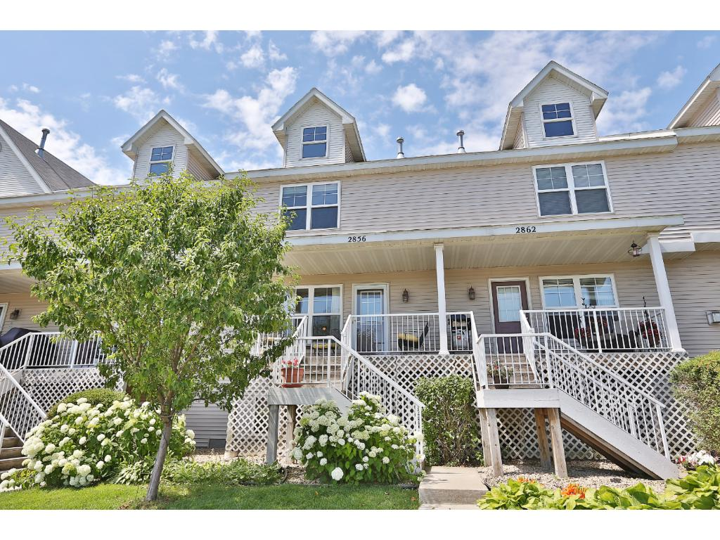 Welcome home! This great townhome features 3 bedrooms, light-filled rooms, and is located in a high-demand neighborhood. Clean as a whistle!