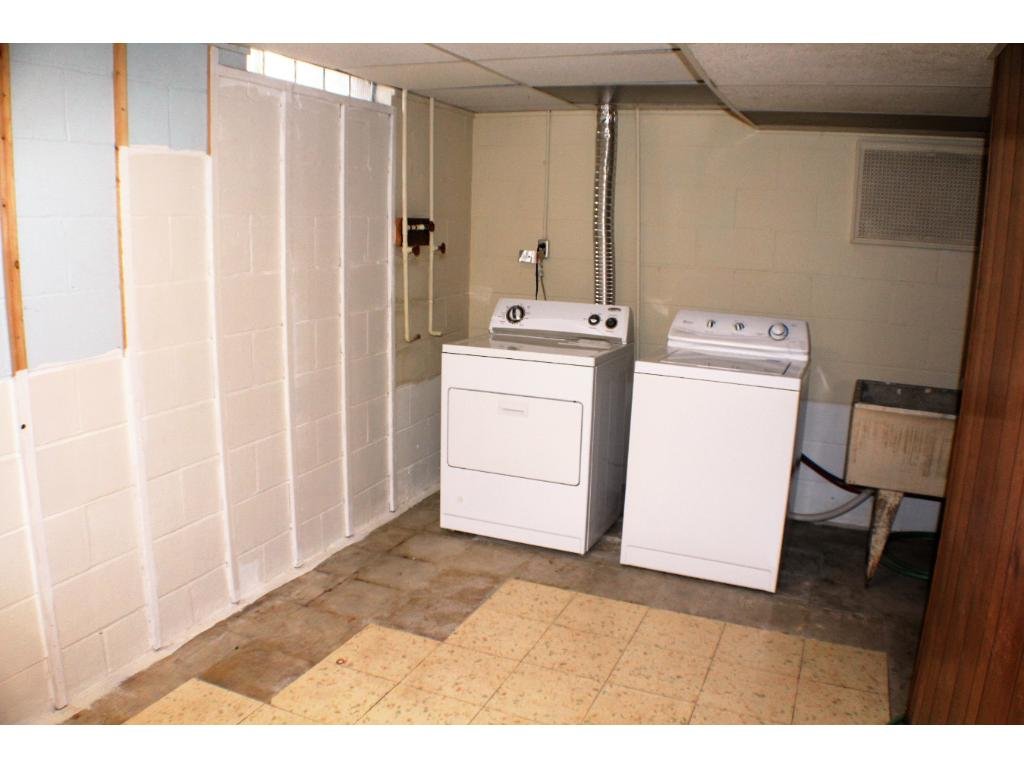 Big laundry room, perfect for storage, washer and dryer stay!