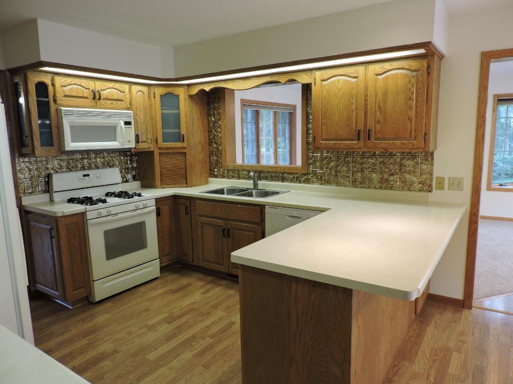 Kitchen w/lots of oak cabinets