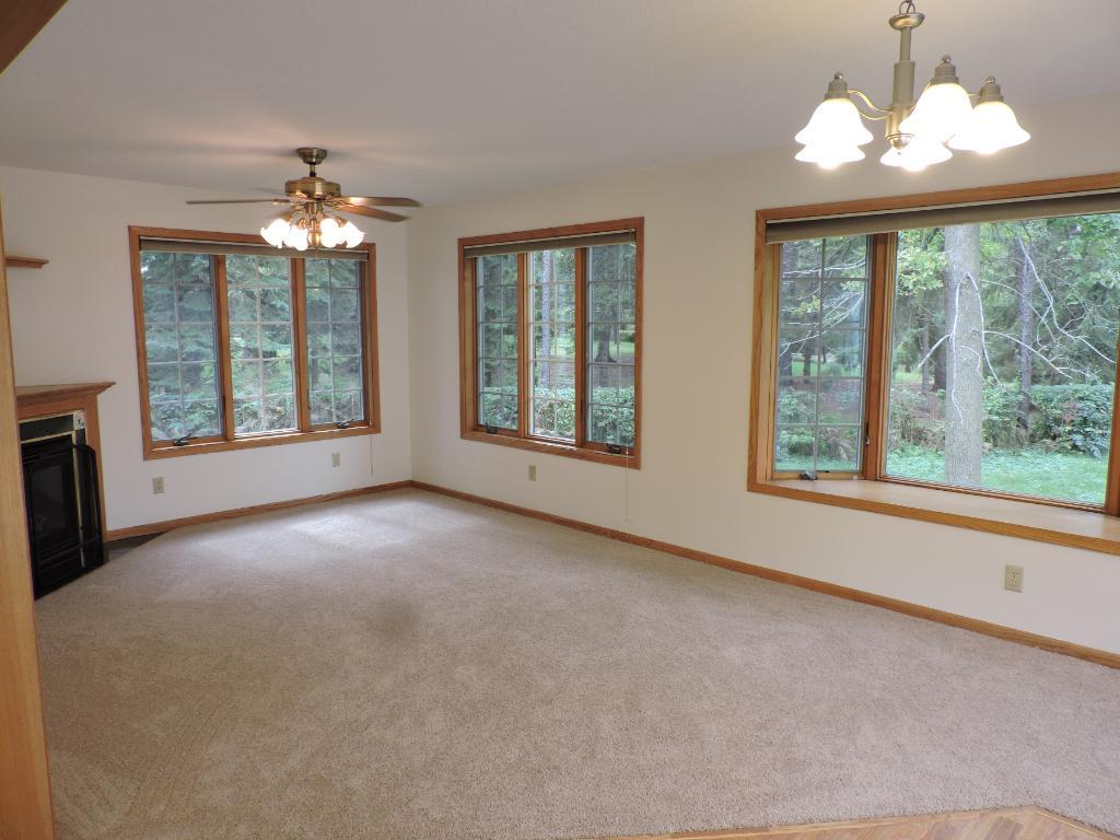 Main floor family room w/gas fireplace