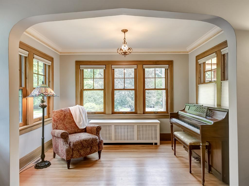 Great Sun room over looks the font yard landscaping. (Newer Pella windows thought the home)