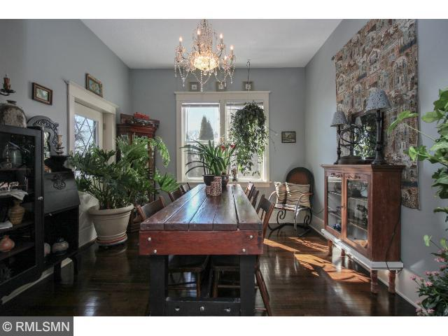 Separate formal dining room for entertaining.