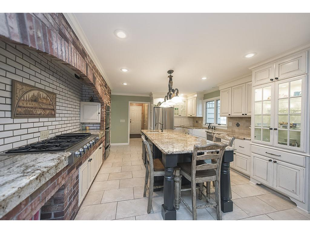 Great space for entertaining families and friends of any size!
