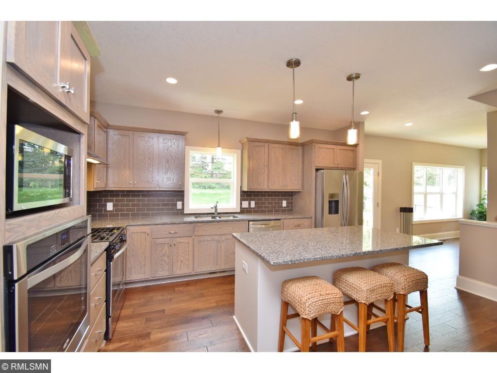 Gorgeous kitchen w/granite tops & tile splash!