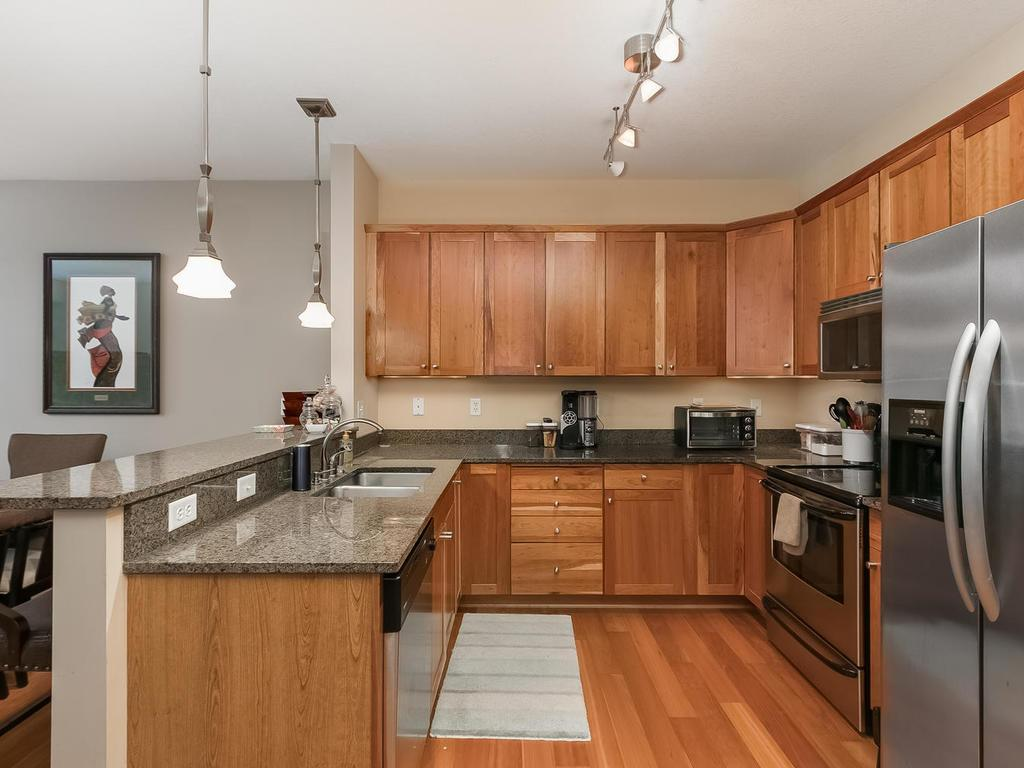 Attirant Upgraded High End Finishes Throughout With Cherry Cabinets, Hardwood  Floors, Stainless Steel Appliances