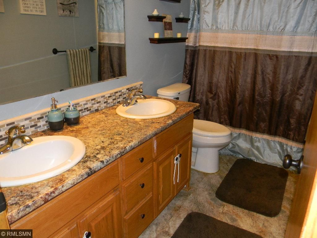 Bath with double sinks
