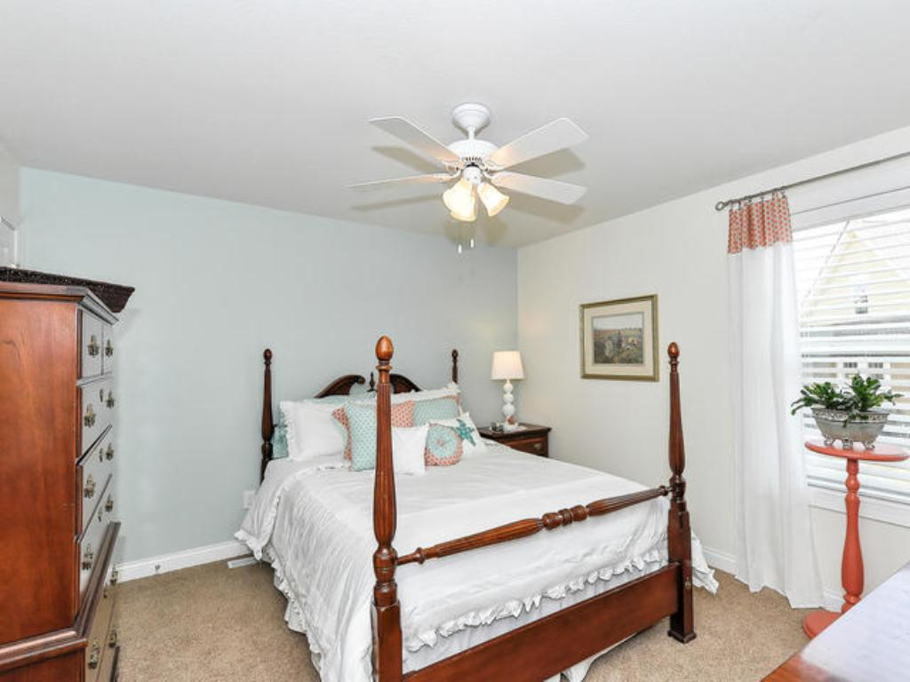 JACK AND JILL BEDROOMS PLUS FOUTH BEDROOM WITH BATH UP