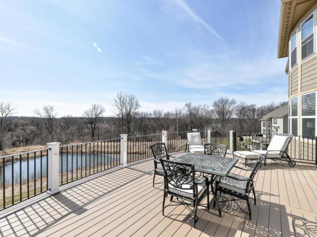 LARGE DECK OFF KITCHEN OFFERS PANORAMIC VIEWS