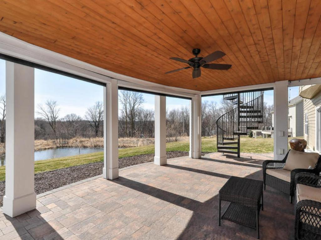 HIGHEND SCREENED PORCH WITH RETRACTABLE SCREENS