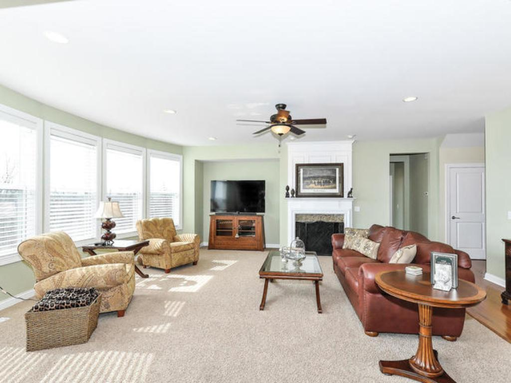 FIRST FLOOR OFFERS GREAT ROOM CONCEPT W.SPACIOUS FAMILYROOM OPENING TO KITCHEN AND DINING