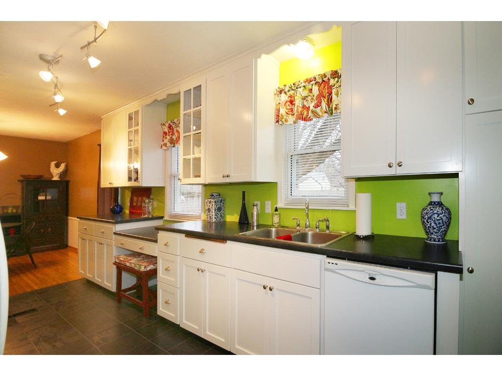 Notice the flow from the kitchen right into the dining room! Easy entertaining!