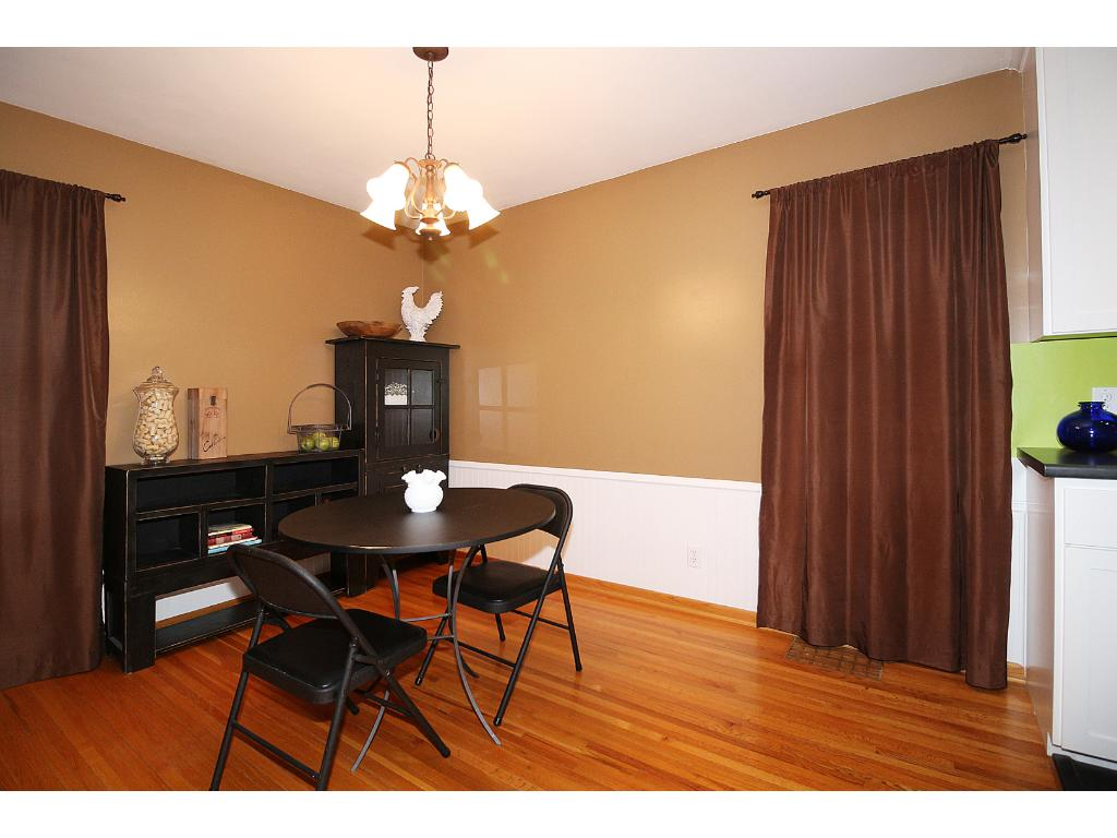 Dining room directly off kitchen!