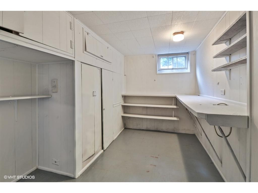 Workshop studio ready for you to be inspired or convert easily to a 4th bedroom.