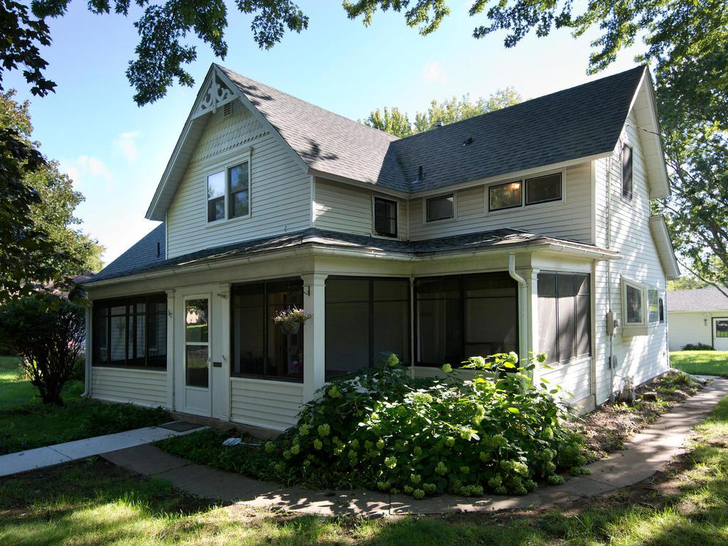 Charming vintage 2story walking distance to the beautiful St. Croix River and Lakeside Park.