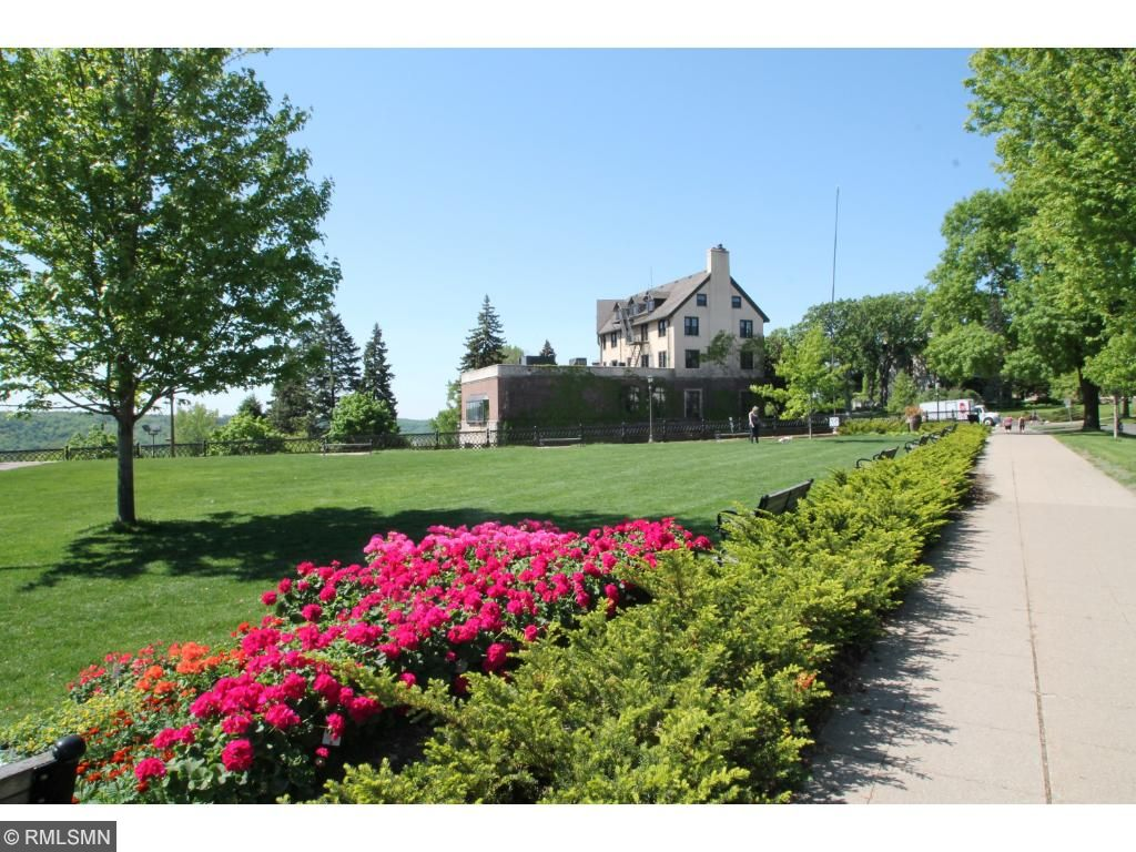 Summit Overlook Park is located next to the University Club and is a great place for a summer picnic. Pleasant Ridge. Ramsey Hill, St. Paul