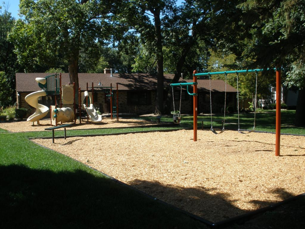 Tiburons newly updated kids play ground exclusively available to Tiburon homeowners.  Very convenient located adjacent to the Tiburon clubhouse and Tiburon pool.