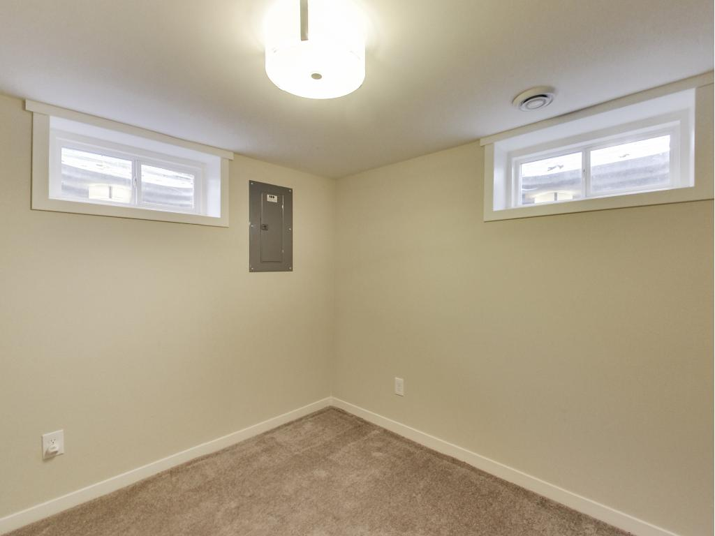 Office/non-conforming fourth bedroom.