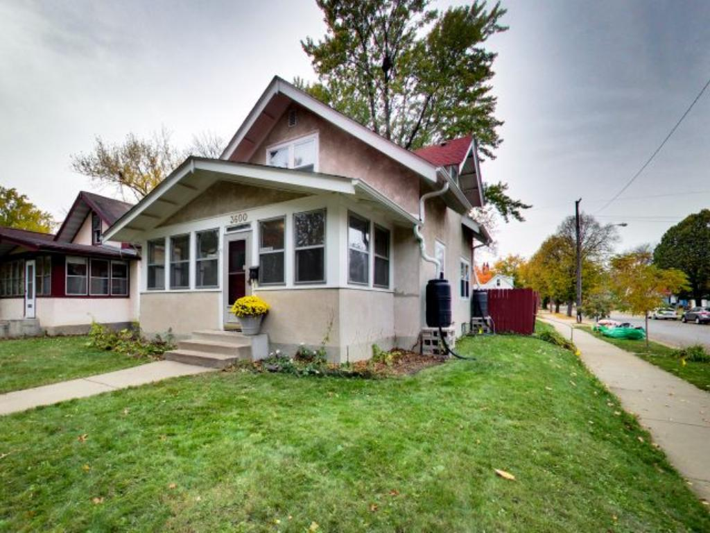Welcome to 3600 39th Avenue a charming 3 bed 1 bath home located on a corner lot in the heart of greater Longfellow. Walk to so many restaurants, shops and cafes!