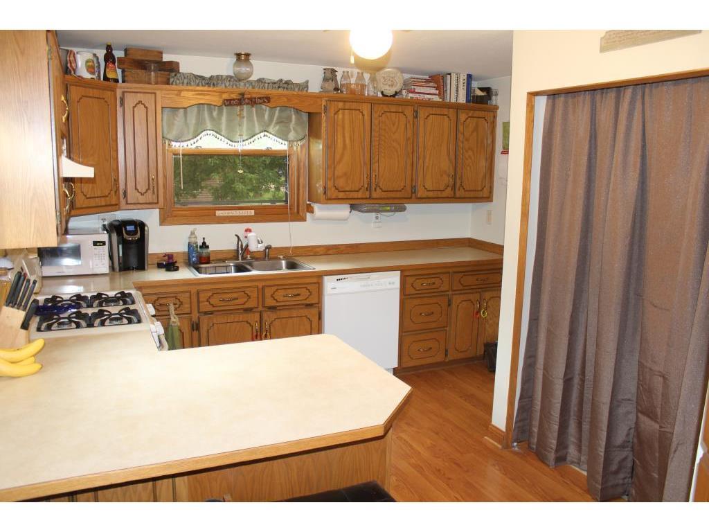 370 Coleman Avenue E, Eden Valley, MN - USA (photo 2)