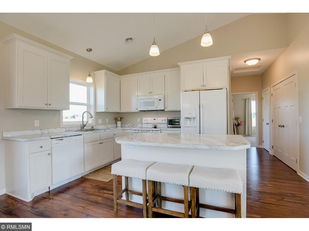 Eat in kitchen with counter seatingPhoto: Previously sold home
