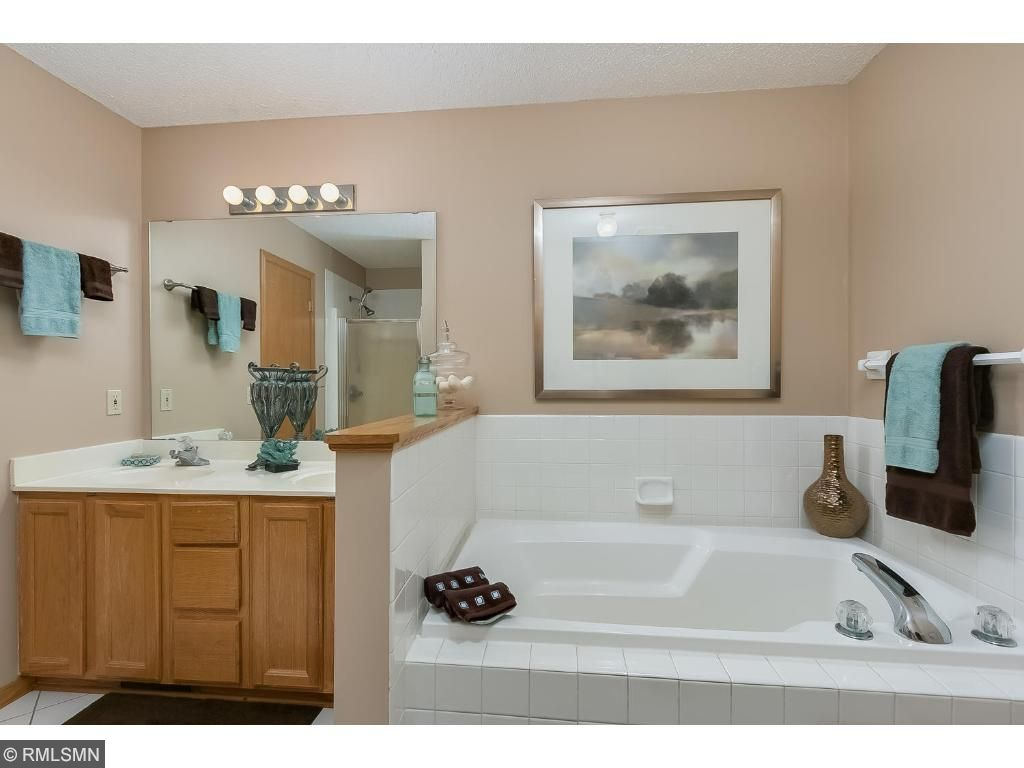 Upper level full bath (walk through from the owner's bedroom)