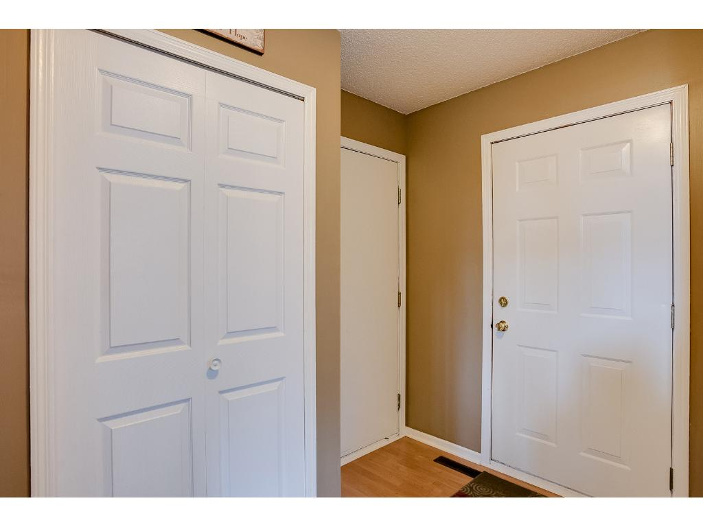 Large entry with Laminate wood floors!