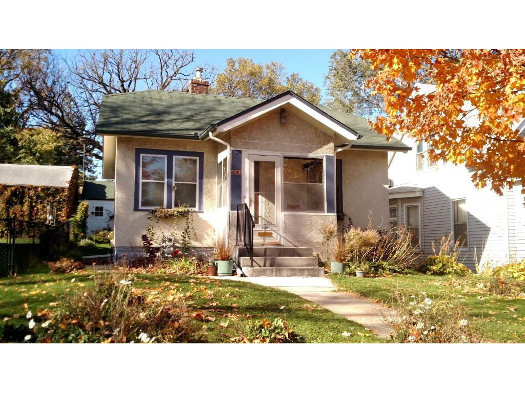 Lovely home close to many amenities and shared  transportation.