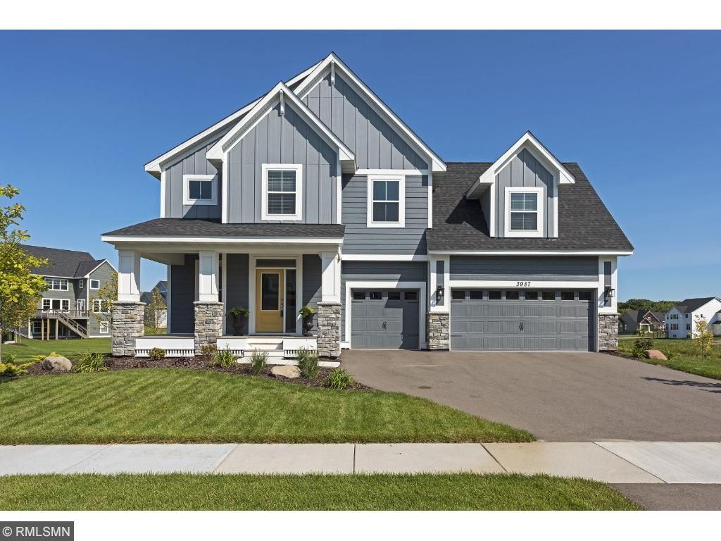 Robert Thomas Homes Former 2015 Fall  Birchwood II Parade Model loaded with all the bells & whistles in meticulous condition!! No need to build. Only available for sale due to seller relocation. Quick possession available.
