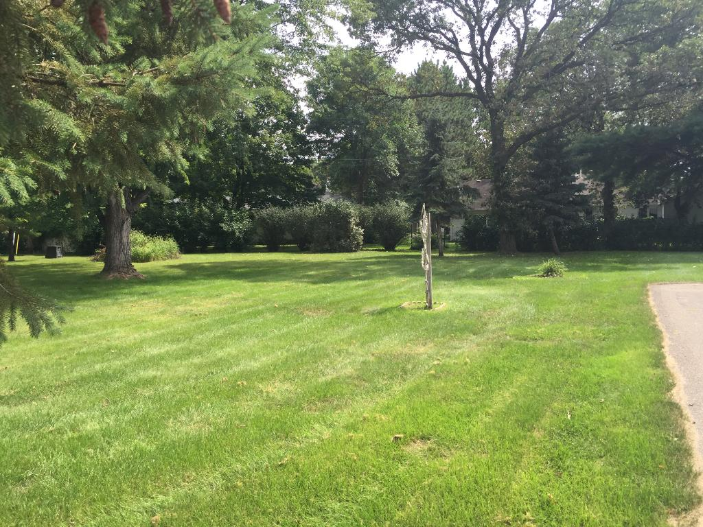 Beautiful park like yard off the end of this very nice area in St Cloud