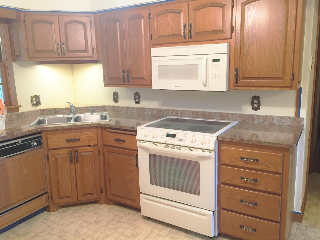Nice kitchen with granite counter-tops  and all newer appliances.