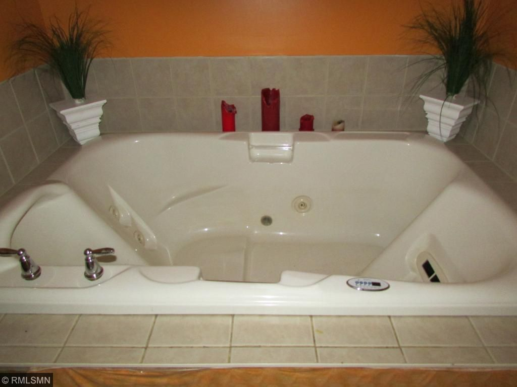 Large hot tub in the bathroom upstairs.