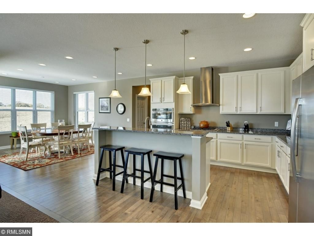 Awesome chef's kitchen with stainless appliances, granite and plenty of cabinet space!