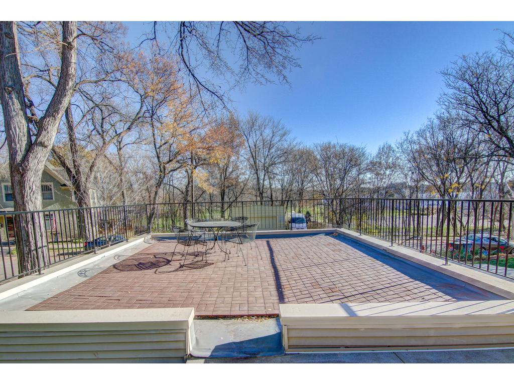 Rooftop Patio for you to enjoy! Great for entertaining!