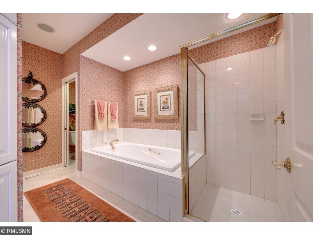 Luxurious full bath
