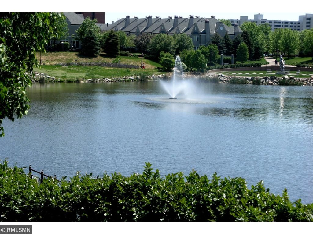 A view of the townhomes from across Centennial lakes. Enjoy paths that connect the townhomes to Pinstripes, other restaurants, grocery and coffee stores, Galleria, Southdale and more.