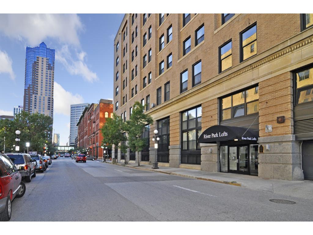 Come this this true historical loft in the most sought after complex in St. Paul!