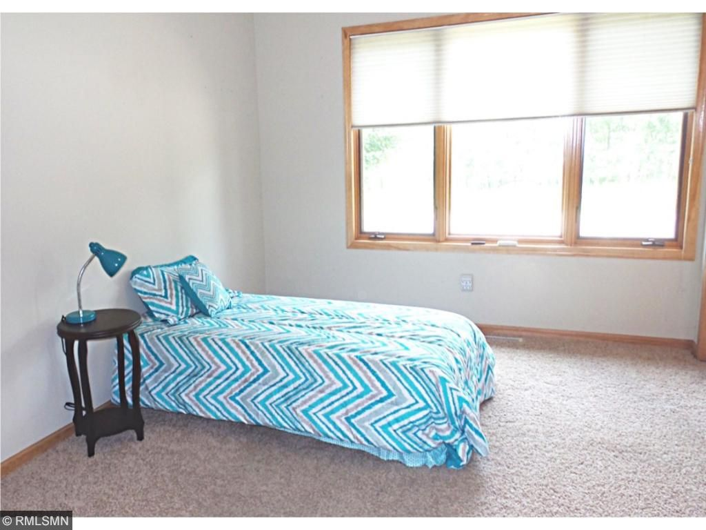 Good-sized second bedroom (guest room) on main level