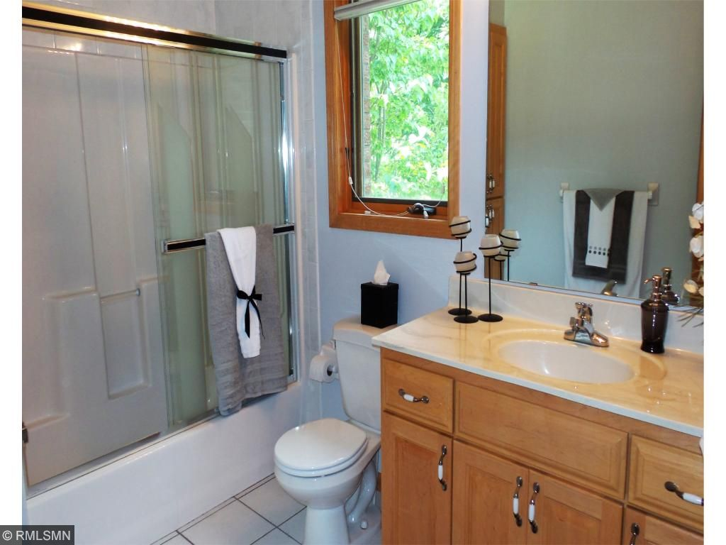 Main floor full bath with ceramic tile is ideal for overnight guests.