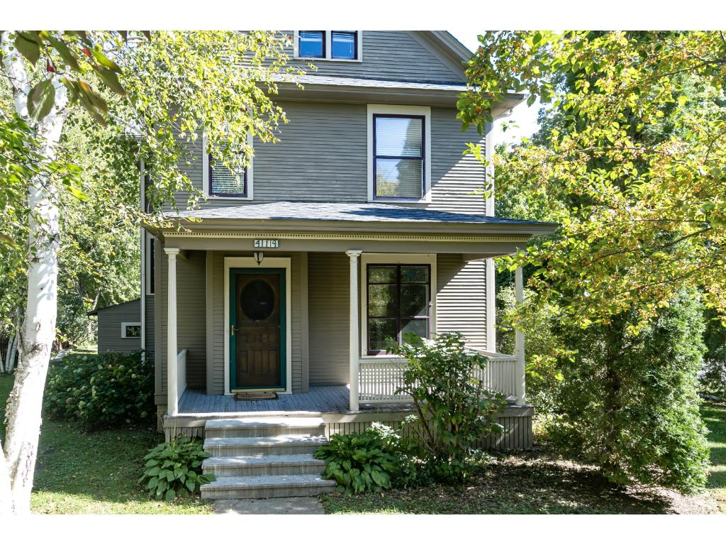 Historic 1896 Built Victorian on Corner Lot -Northfield's East Side-Walk to Downtown!