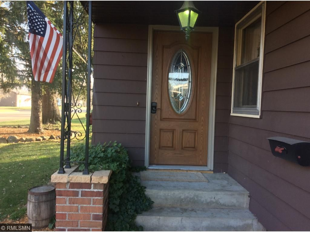 Front entrance porch. Very inviting!