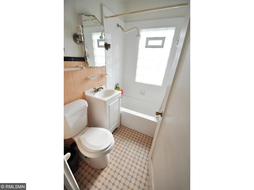 Original Bath floor and wall Tile in excellent condition, Tidy Glass Block Window