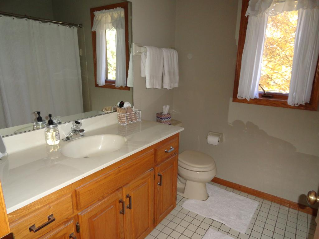 Upper level full bath