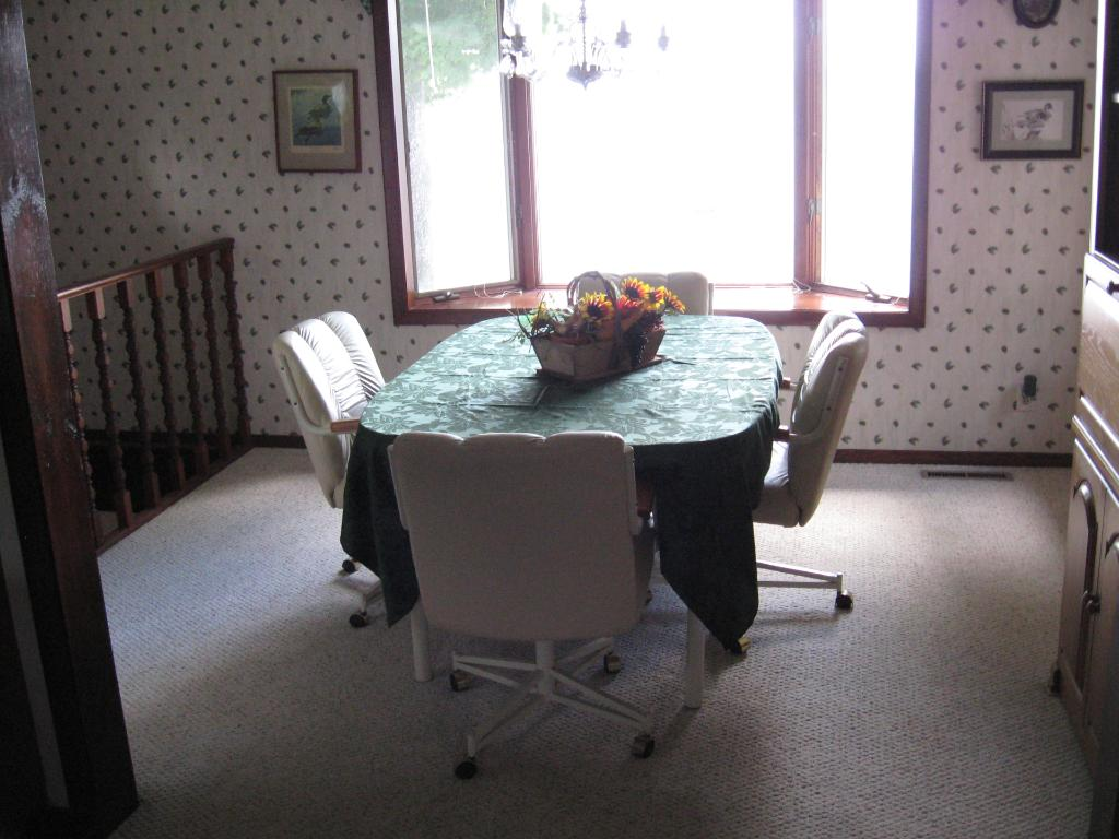 Dining room with bay window to the lake.