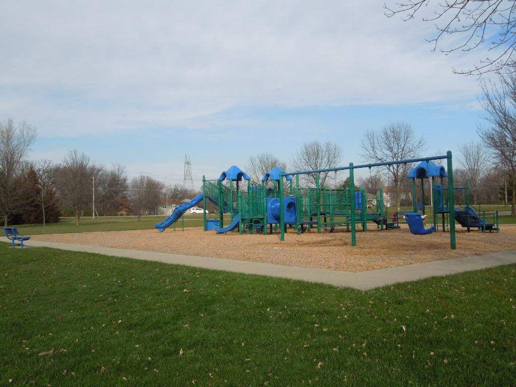 Kids play area, parks and walk/bike trails just outside your door!  This city owned tot park is just outside your backdoor!