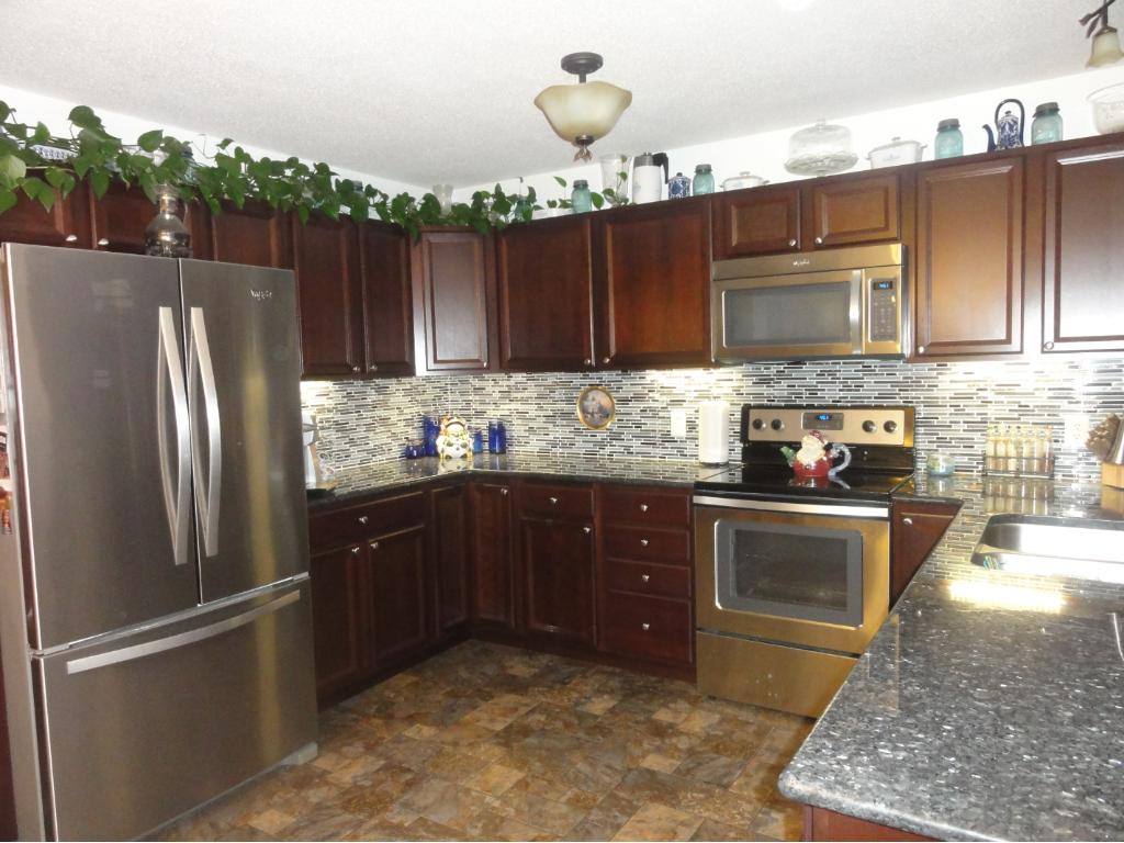 Cherry Cabinets, Granite Counters, SS Appliances and More!