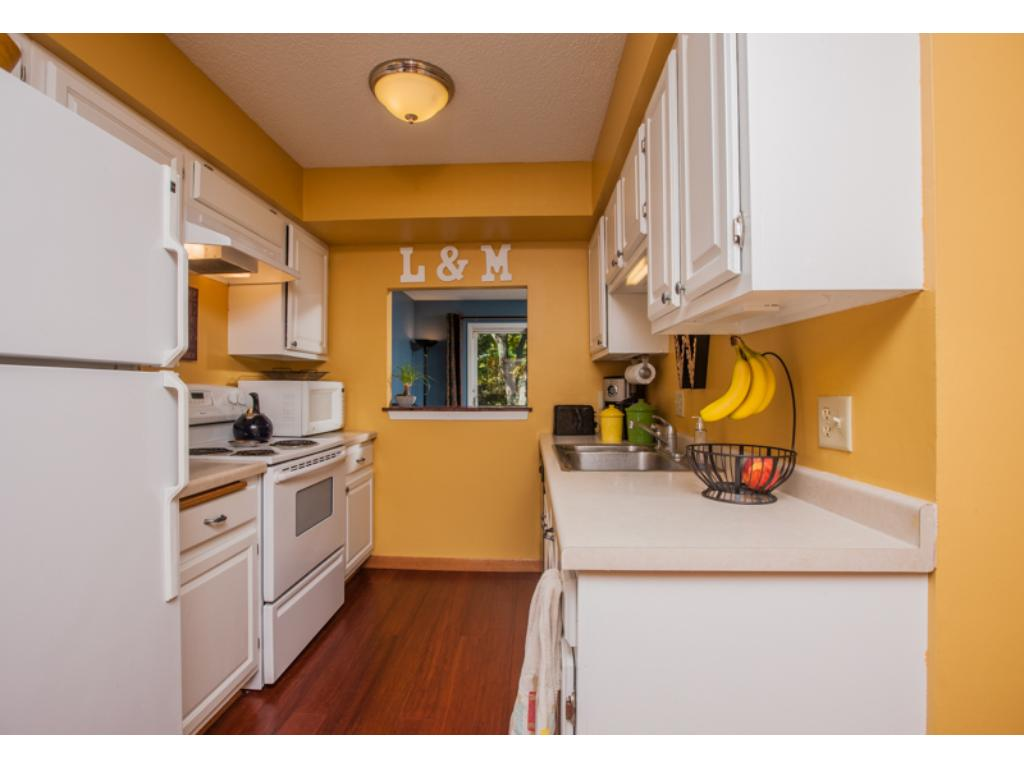 Bright kitchen with plenty of cabinet space