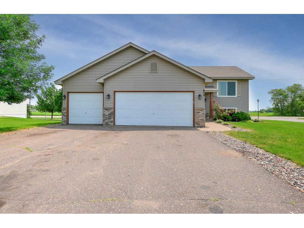 5BR split level home with quick access to Hwy 10, Big Lake Schools and  shopping
