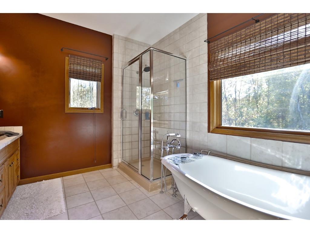 Wow ! Nice Master Bathroom !