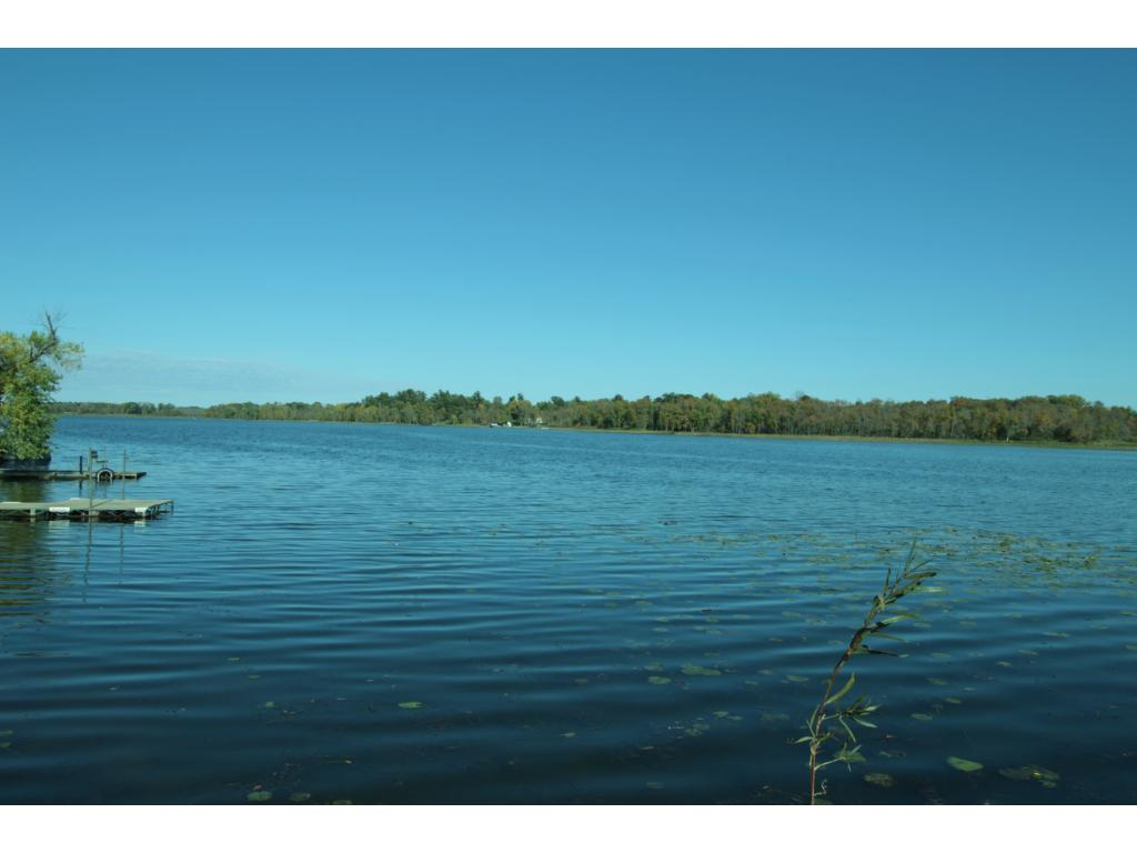 10 FT private deeded access to Goose Lake.