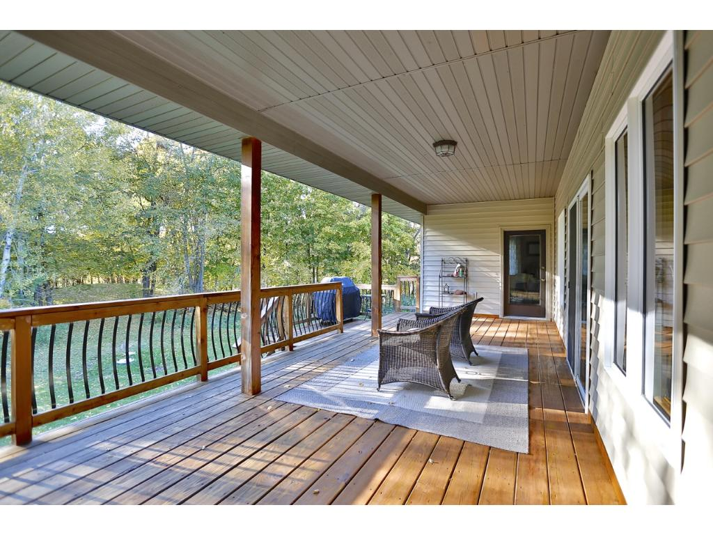 Huge 30 x 12 Deck with great nature views !